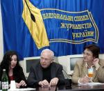 Bob Webb at the Kiev headquarters of the Journalists Fund of Ukraine with Jara Kutsyna, left, his friend and interpreter, and Lyudmyla Olkhovska, right, director of the Journalists Fund.